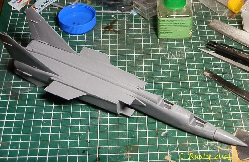 MACH 3 ! - Mikoyan Mig-25PU Foxbat [condor 1/72] P8310811