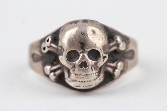 Skull ring in Silver Skull_10