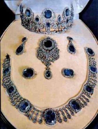 Exposition : Marie-Antoinette à Versailles (1955) - Les bijoux  France10