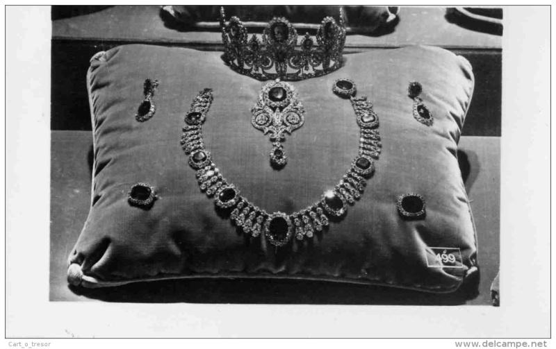 Exposition : Marie-Antoinette à Versailles (1955) - Les bijoux  Parure11