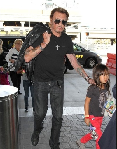 Johnny à l'aéroport de Los Angeles le 14 oct 2014 Captu177