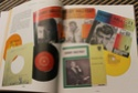 [livre] Les objets Johnny Hallyday Souvenirs souvenirs.. Img_5343