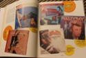 [livre] Les objets Johnny Hallyday Souvenirs souvenirs.. Img_5345