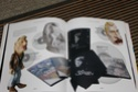 [livre] Les objets Johnny Hallyday Souvenirs souvenirs.. Img_5458