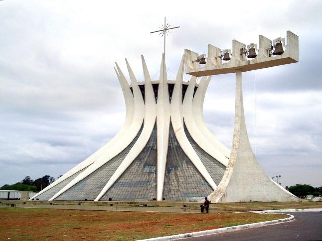 La cathédrale Métropolitaine Notre-Dame de l'Apparition de Brasilia 1024px10