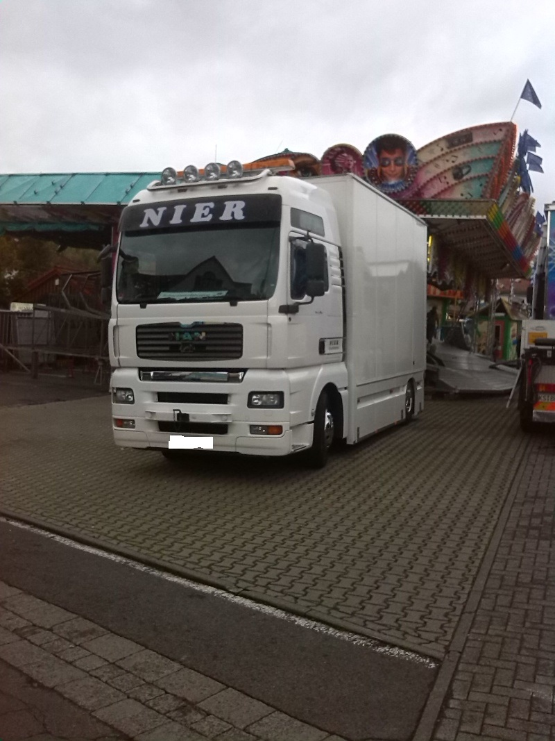 Kirmesfahrzeuge beim Aufbau Img_2018