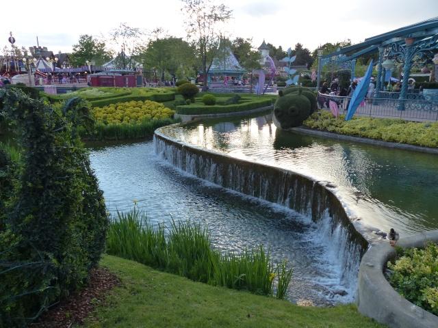 TR super séjour Saison du Printemps à Disneyland Paris - Sequoia Lodge (GFC) - du 13/05/14 au 16/05/14 [Saison 4 en cours - Episode 2 & 3 postés le 14/10/2014 !]   - Page 5 P1030033