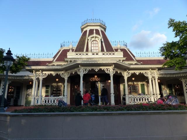 TR super séjour Saison du Printemps à Disneyland Paris - Sequoia Lodge (GFC) - du 13/05/14 au 16/05/14 [Saison 4 en cours - Episode 2 & 3 postés le 14/10/2014 !]   - Page 5 P1030043