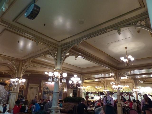 TR super séjour Saison du Printemps à Disneyland Paris - Sequoia Lodge (GFC) - du 13/05/14 au 16/05/14 [Saison 4 en cours - Episode 2 & 3 postés le 14/10/2014 !]   - Page 5 P1030050