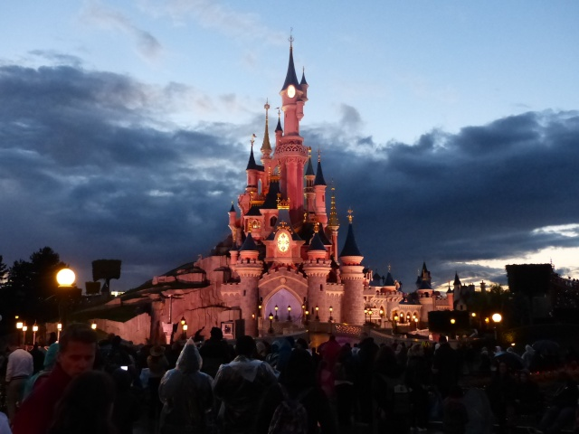 TR super séjour Saison du Printemps à Disneyland Paris - Sequoia Lodge (GFC) - du 13/05/14 au 16/05/14 [Saison 4 en cours - Episode 2 & 3 postés le 14/10/2014 !]   - Page 5 P1030053