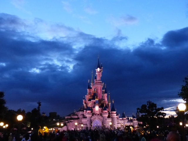 TR super séjour Saison du Printemps à Disneyland Paris - Sequoia Lodge (GFC) - du 13/05/14 au 16/05/14 [Saison 4 en cours - Episode 2 & 3 postés le 14/10/2014 !]   - Page 5 P1030054