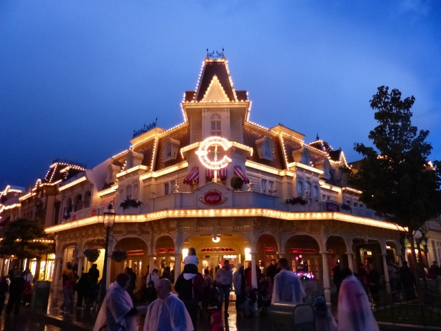 TR super séjour Saison du Printemps à Disneyland Paris - Sequoia Lodge (GFC) - du 13/05/14 au 16/05/14 [Saison 4 en cours - Episode 2 & 3 postés le 14/10/2014 !]   - Page 5 P1030055