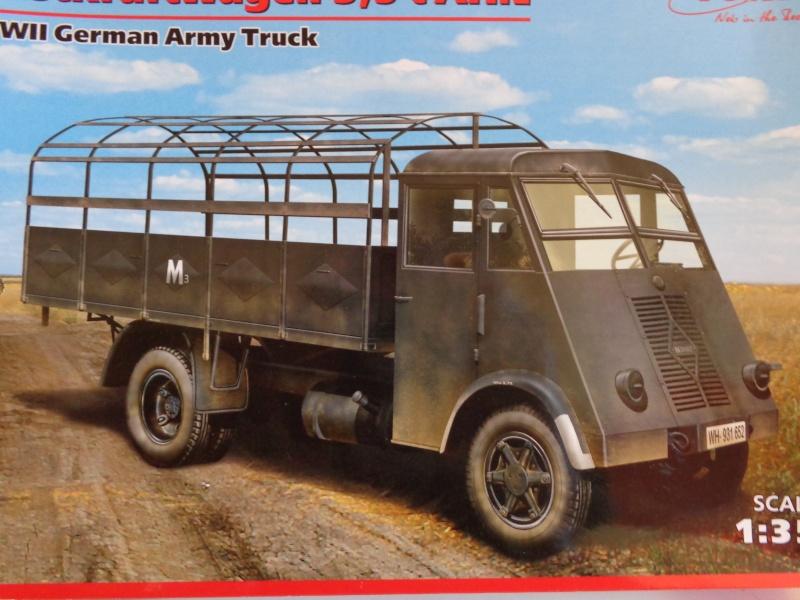 Le Renault AHN de chez ICM Dsc00135