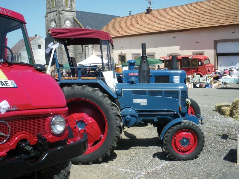 quelques vieux tracteurs LANZ BULLDOG lors d'une brocante à Zilling 2014-011