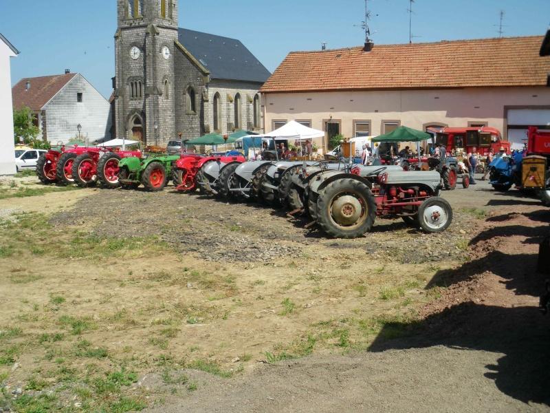 quelques vieux tracteurs LANZ BULLDOG lors d'une brocante à Zilling 2014-012