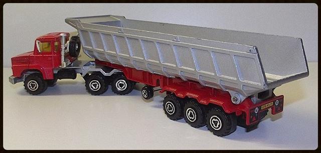 N°3063 Scania Benne Carrière. 15196310