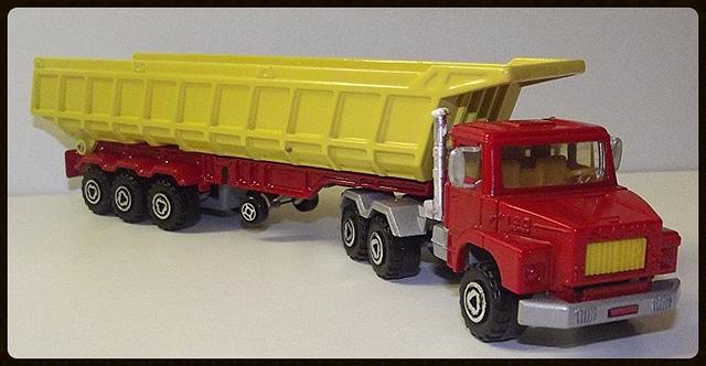 N°3063 Scania Benne Carrière. 15196311