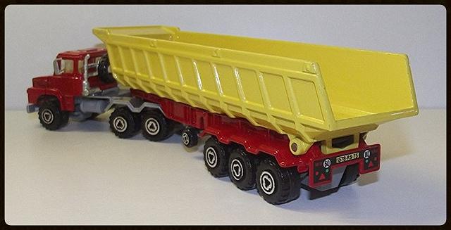 N°3063 Scania Benne Carrière. 15196410