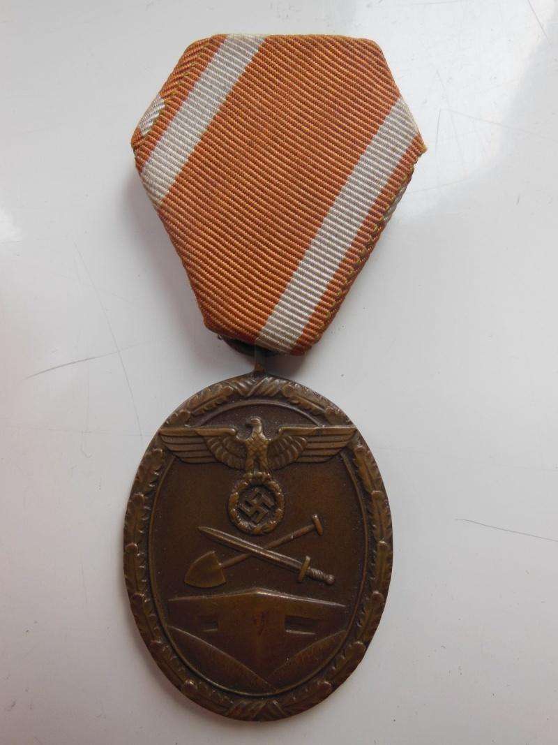 medaille du mur de l'atlantique 1er modele,modele lourde  Dscn8628