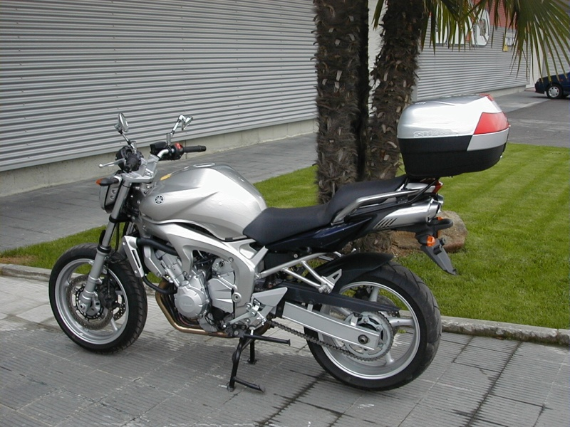 Pictures Yamaha FZ6 with Shad Cases 10270011