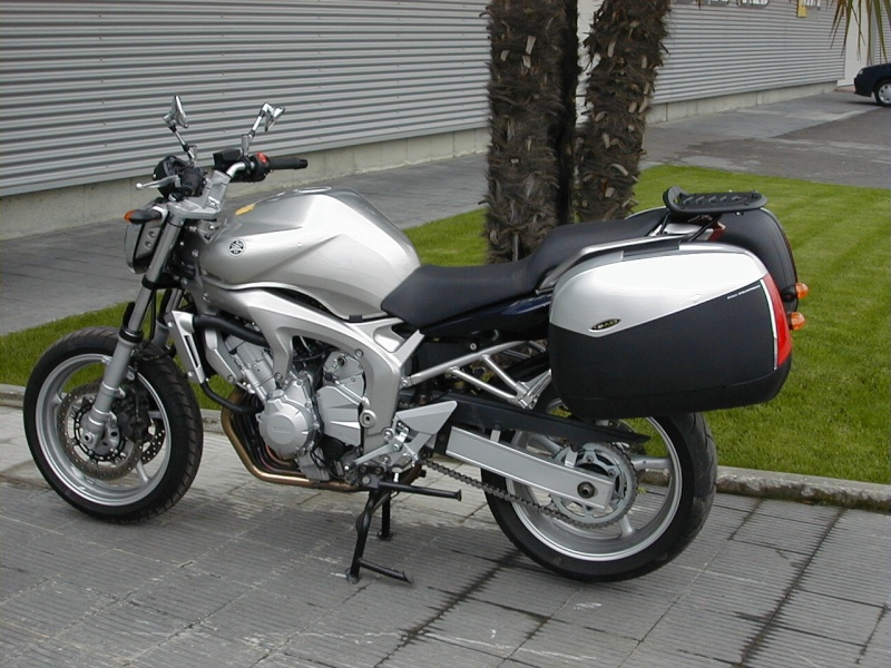Pictures Yamaha FZ6 with Shad Cases 10270012