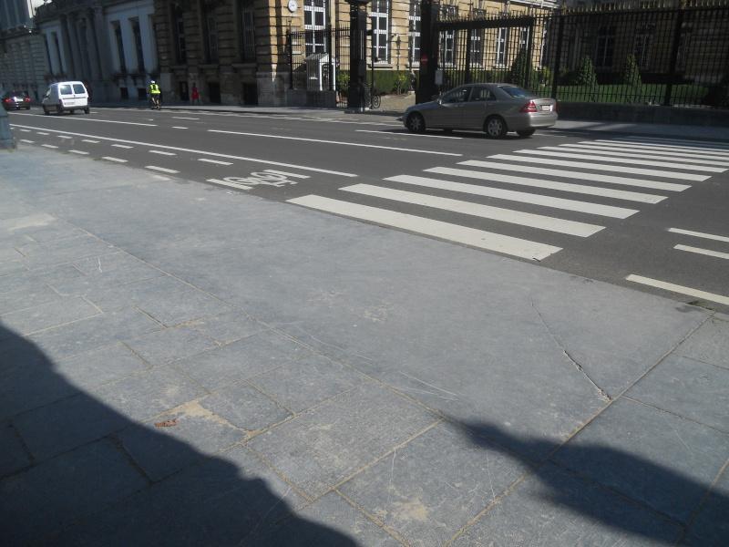 Street View : La Belgique : Pays du surréalisme - Page 2 Dscn7110