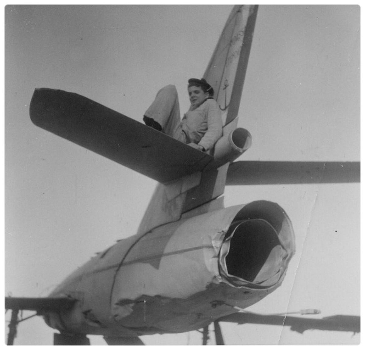 [Aéronavale divers] Un avion Anglais dans le bassin de l'Ecole de Plongée 1185