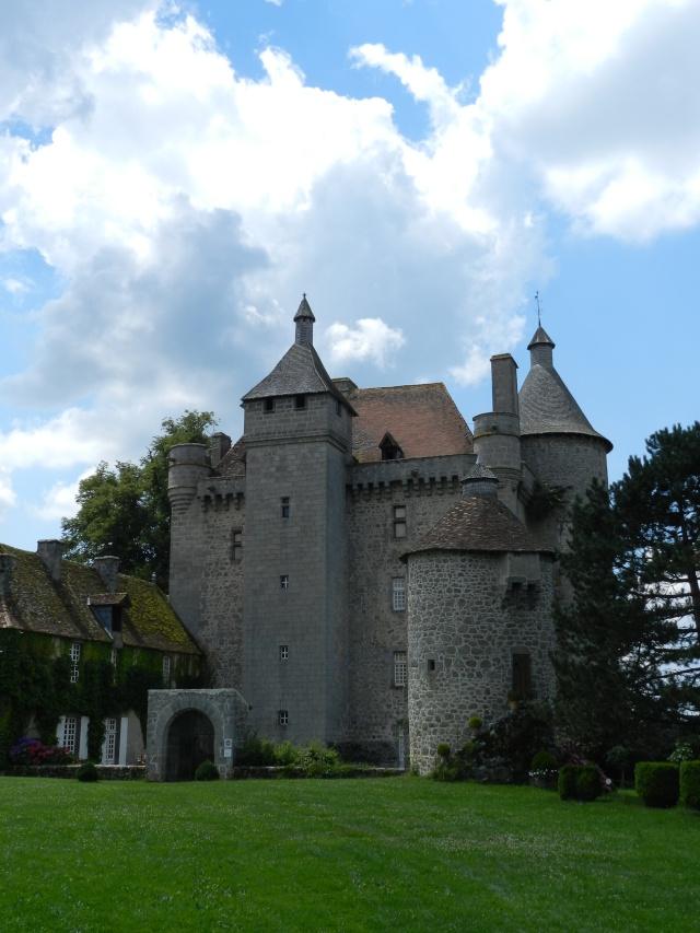 Château de Villemonteix (Creuse) et ponteuses Creuse40