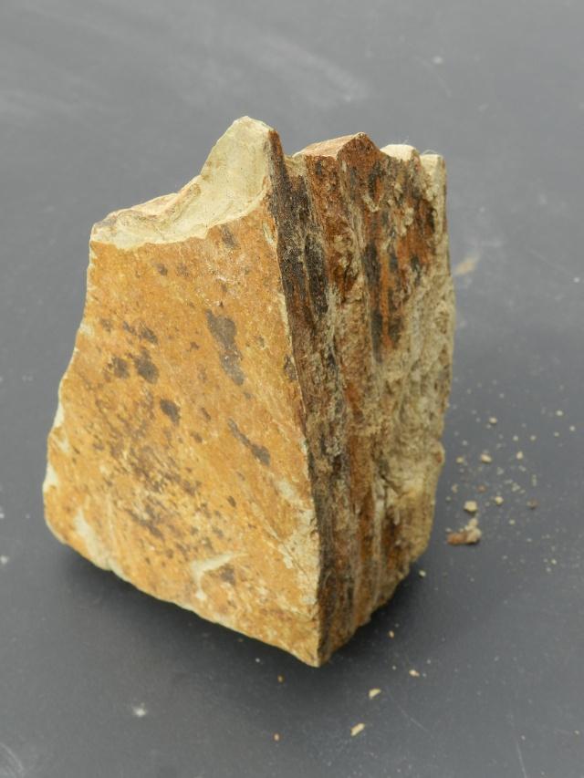 Pierres ramassées lors d'une excavation de la LGV en Mayenne Vauvyr40