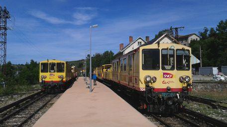 Train jaune en été 2014 256x2510