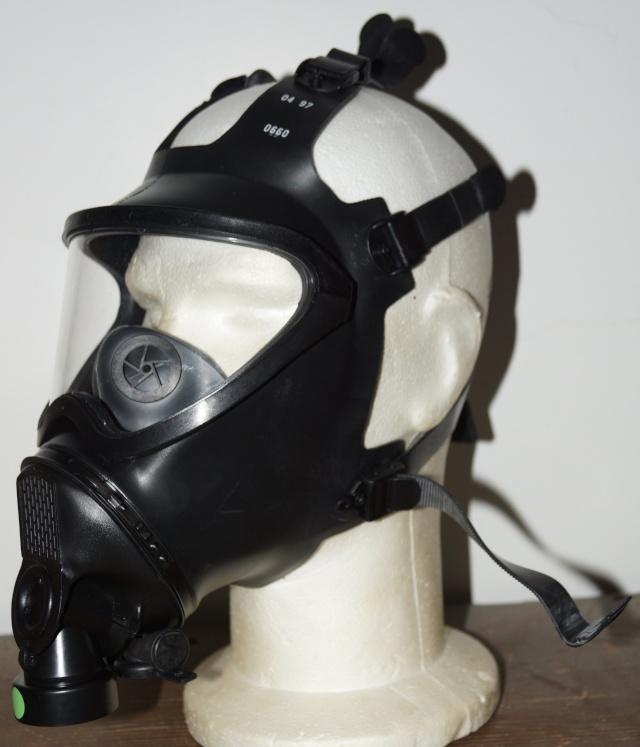 Belgian army Gas Mask Dsc01820