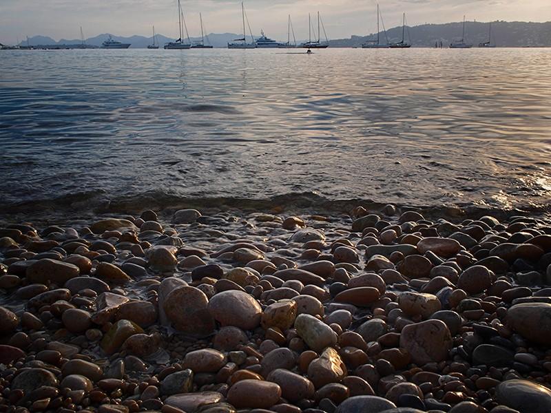 Cap d'Antibes : les galets  + ajout recadrage  P7020010