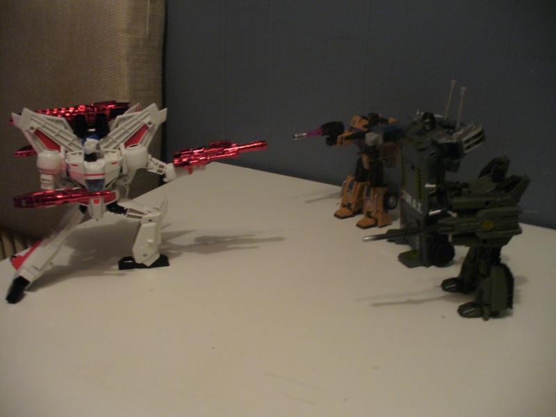 Guerres Transformers! Montrez-moi vos batailles et guerres épiques en photo ici. - Page 5 P1070913