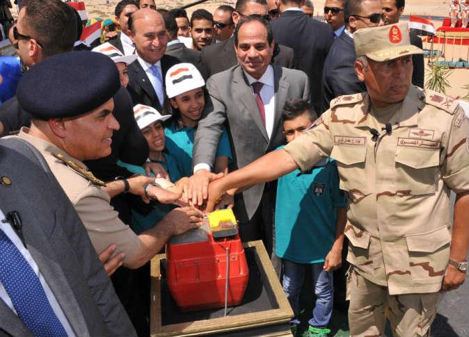 قناة السويس الجديدة قاطرة التنمية والاقتصاد  في مصر . 23938010