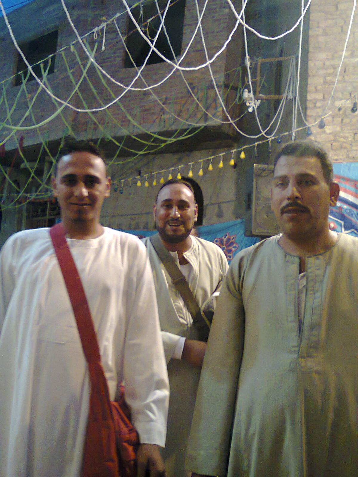 رجب الأسيوطى يهنئ  أولاد وعائلة عبد الناصر خميس بقرية الحمام أبنوب على زفاف أبنهم. Euoyoa10