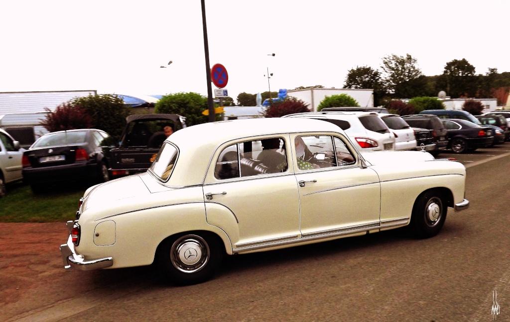 Photos rassemblement de voitures anciennes - Pernois (80) Dscf2713
