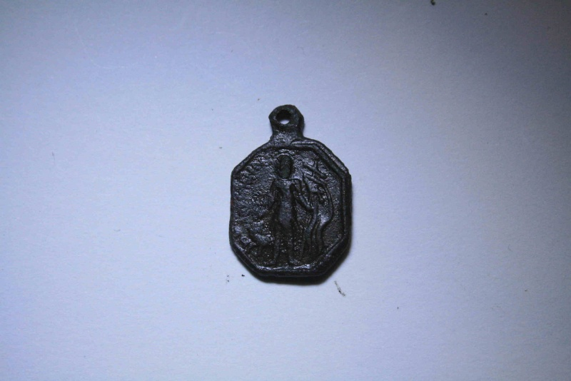 Médaille XVIIème - Ste-Famille & St-Leowald typique de Belgique et Nord de la France Img_2247