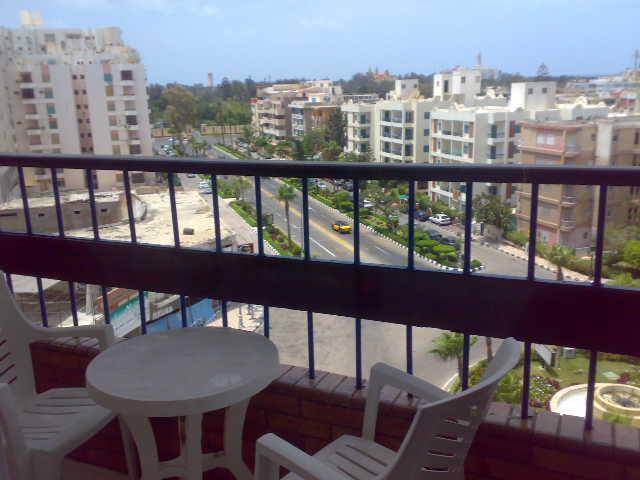 فررررررصة  شقة لوكس مكيفة فى الدور السادس ثلاثة غرف وصالة تطل علي البحرو ميدان لاباس- المعمورة الشاطيء Uuuuuu78