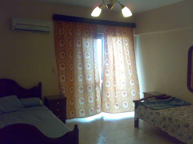 فررررررصة  شقة لوكس مكيفة فى الدور السادس ثلاثة غرف وصالة تطل علي البحرو ميدان لاباس- المعمورة الشاطيء Uuuuuu82