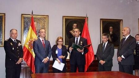 إسبانيا توشح مسؤولين بالمديرية العامة لمراقبة التراب الوطني اعترافا بدور المغرب في استتباب السلم والأمن عبر العالم Thumbs11