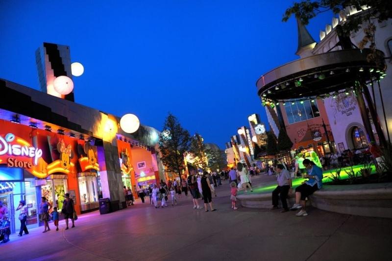 Photos publiées sur Facebook par Disneyland® Paris 10001010