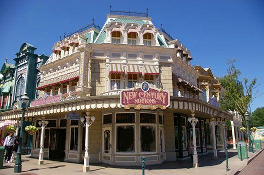 Photos publiées sur Facebook par Disneyland® Paris 10354110