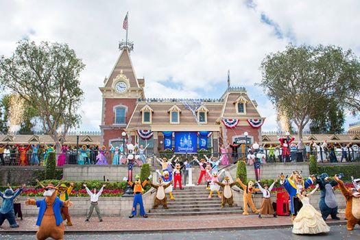Photos publiées sur Facebook par Disneyland® Paris 10433110