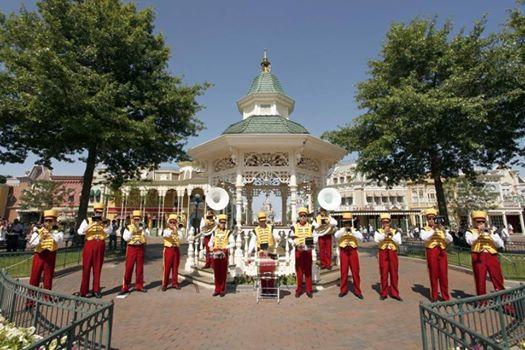 Photos publiées sur Facebook par Disneyland® Paris 10450910