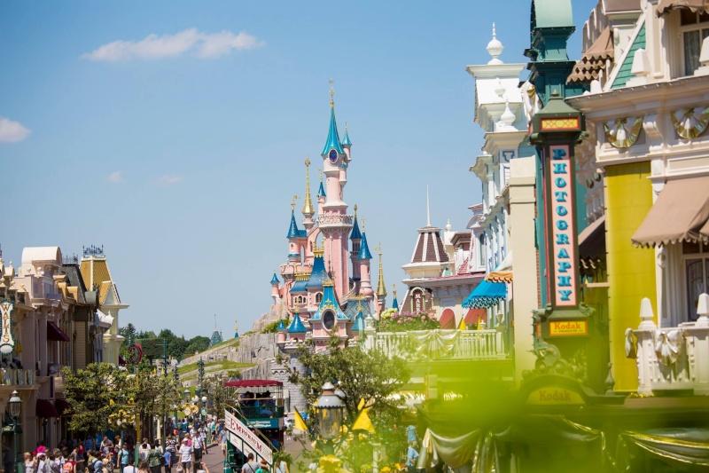 Photos publiées sur Facebook par Disneyland® Paris 10454210