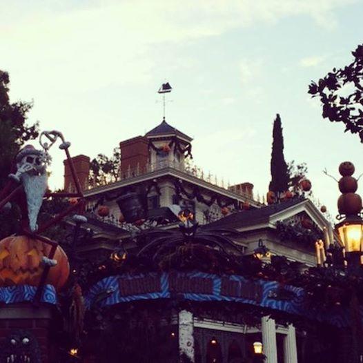 Les Kardashian à Disneyland Californie pour fêter Halloween en famille  10730210