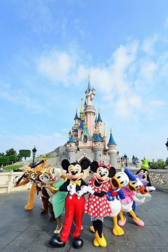 Photos publiées sur Facebook par Disneyland® Paris 99505110