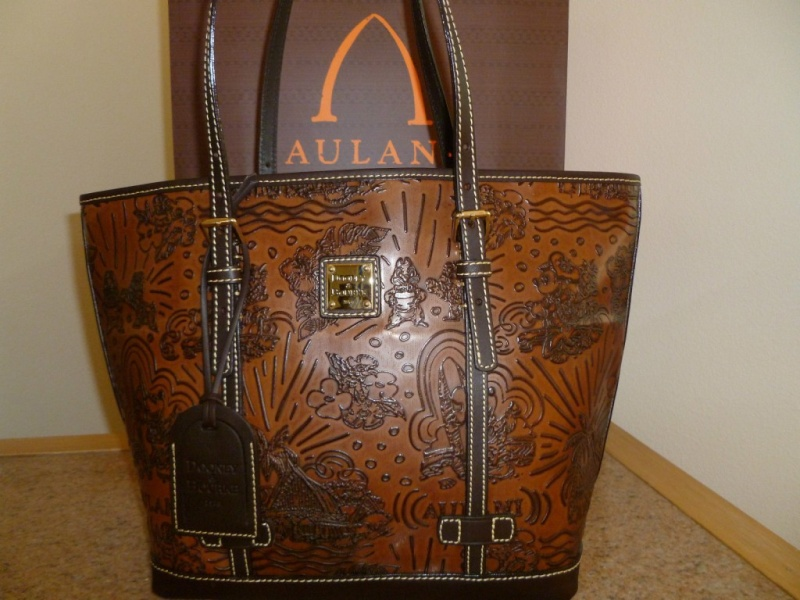 Disney Dooney & Bourke - maroquinerie Darkbr10