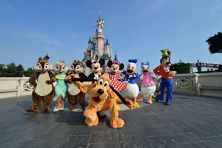 Photos publiées sur Facebook par Disneyland® Paris Htrshj10