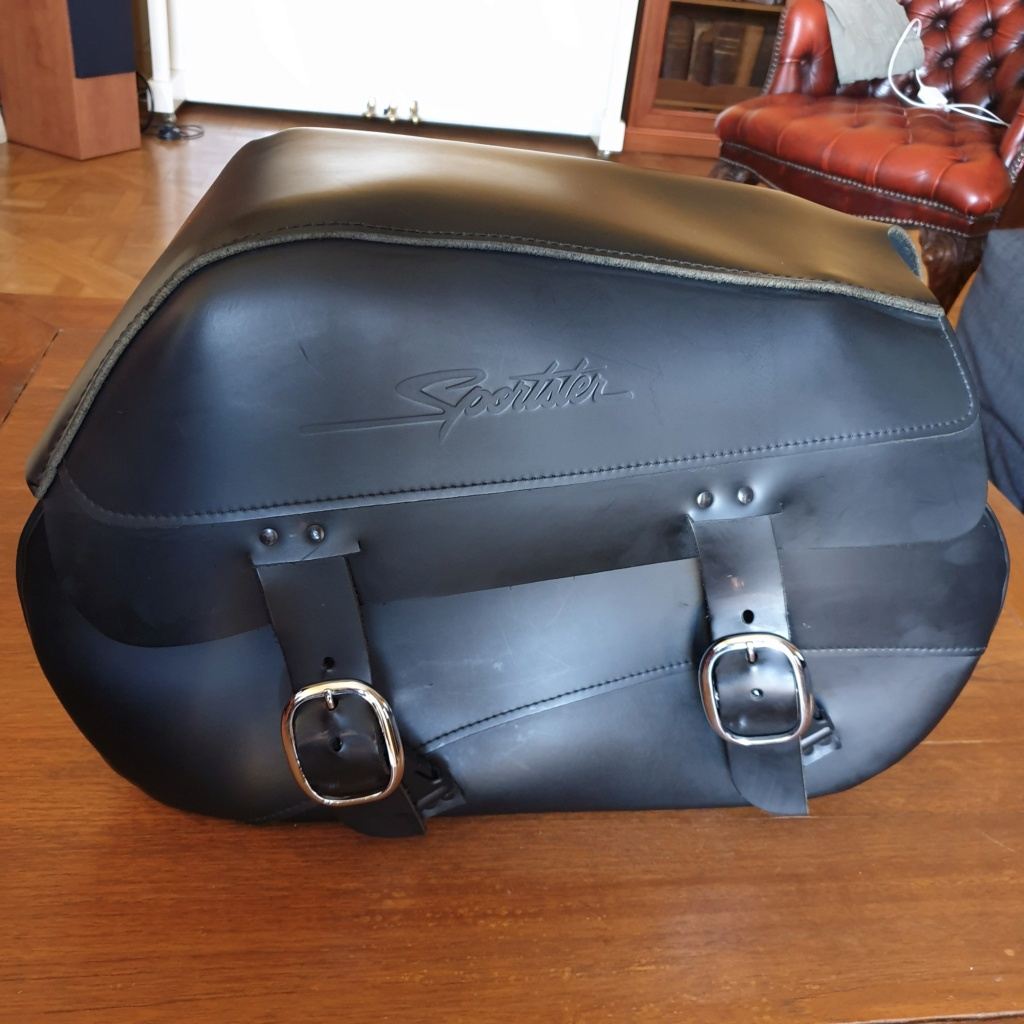 Sacoche Harley cuir gauche  avec support pour Sportster 20200923